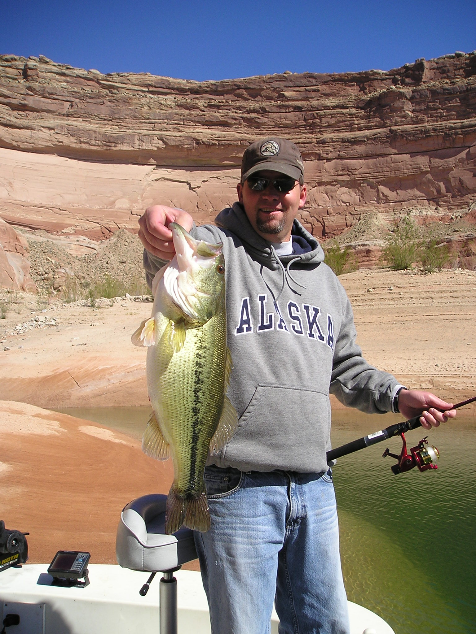 MIke's B-day Present 4-08 5.6# Largemouth at Lake Powell